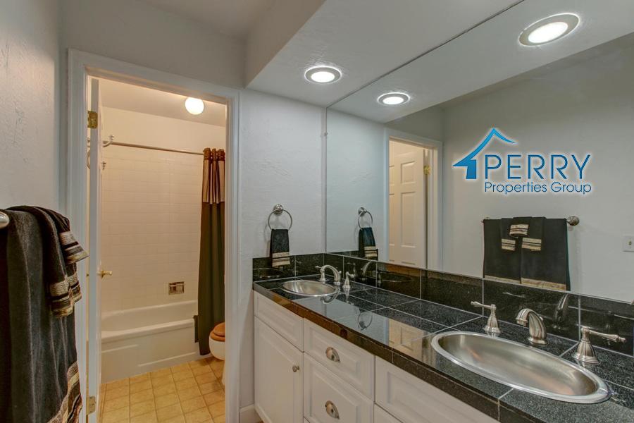 5153 W Fair Ave Littleton CO-large-033-27-Bathroom-1500x1000-72dpi