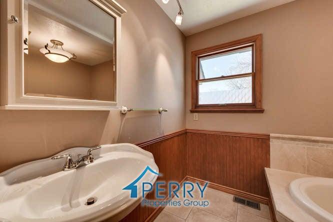 42 Eagle Drive, Littleton - bathroom sink