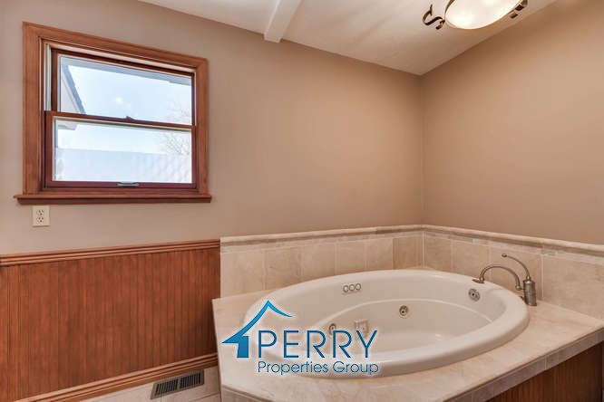 42 Eagle Drive, Littleton - bathroom tub